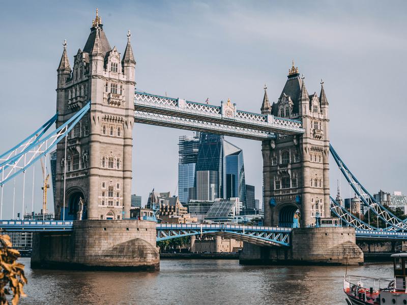 london tauerbridz aviotag 800x600